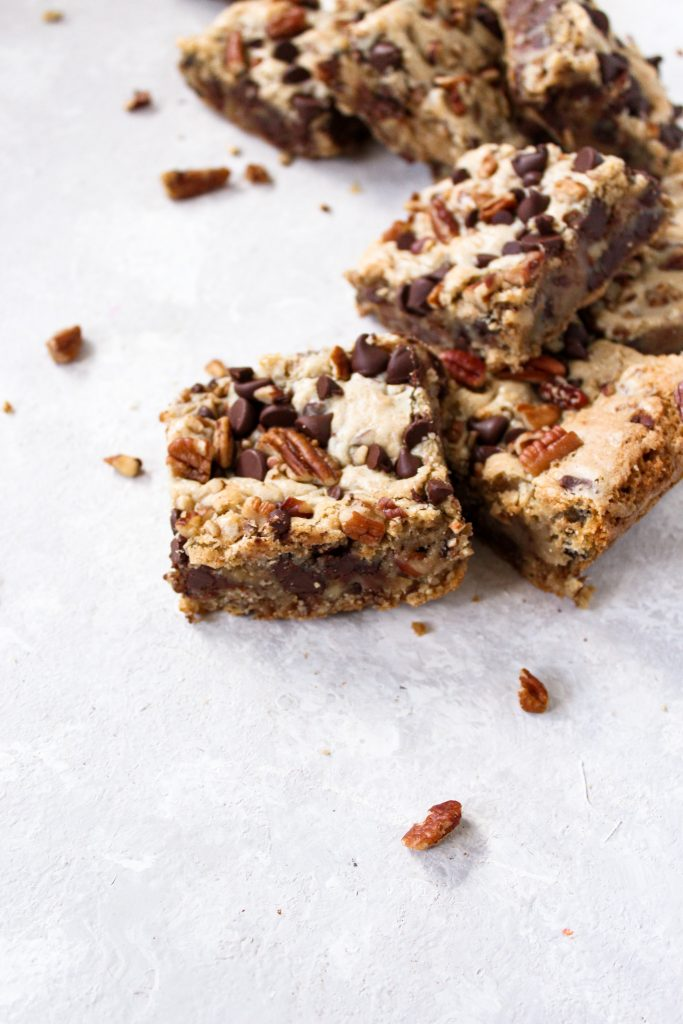 curved line of pecan chocolate chip bars